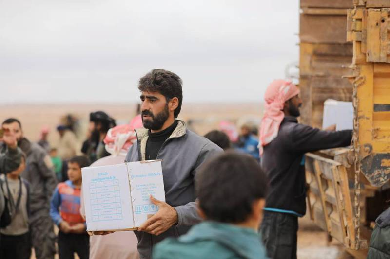 epa07147918 A handout photo made available by Syrian Arabic Red Crescent (SARC) showing a man carrying a box of humanitarian aid distributed by SARC at al-Rukban Camp near the Jordanian border, south-east Syria, 07 November 2018. According to the UN, an operation to deliver humanitarian assistance to 50,000 people in need at Rukban camp in south-east Syria started on 04 November and is expected to take up to four days, the first of kind since the last UN delivery in January 2018, delivered through Jordan.  EPA/SARC HANDOUT  HANDOUT EDITORIAL USE ONLY/NO SALES