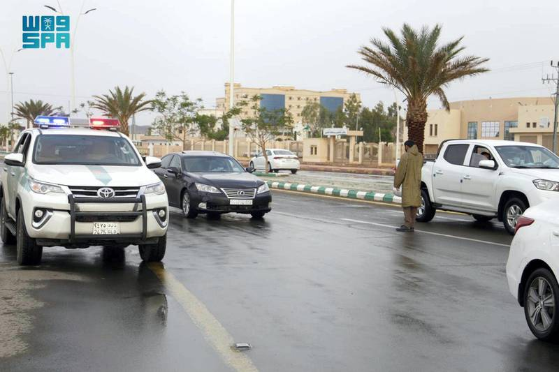 It regulates the traffic movement on the main roads and public squares, in light of the rain and fog that the region witnesses. SPA