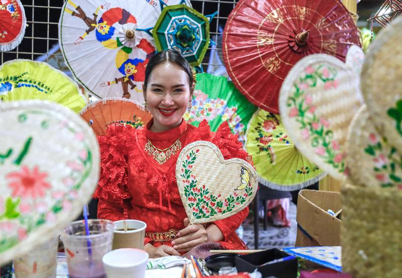 Abu Dhabi, United Arab Emirates, January 5, 2020.  Photo essay of Global Village.--  Thailand fan artist, Aishaa has been making fans for fifteen years now.Victor Besa / The NationalSection:  WKReporter:  Katy Gillett