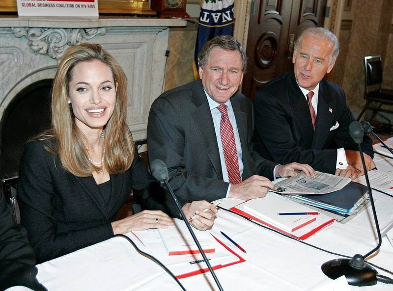 Actress Angelina Jolie (L), Ambassador Richard Holbrooke (C), and Sen. Joseph Biden ,D-DE, take their seats before a Congressional briefing on Capitol Hill 28 September, 2005 in Washington, DC.  Jolie and business leaders held the briefing with senators to promote global AIDS relief.   AFP PHOTO/Brendan SMIALOWSKI (Photo by BRENDAN SMIALOWSKI / AFP)