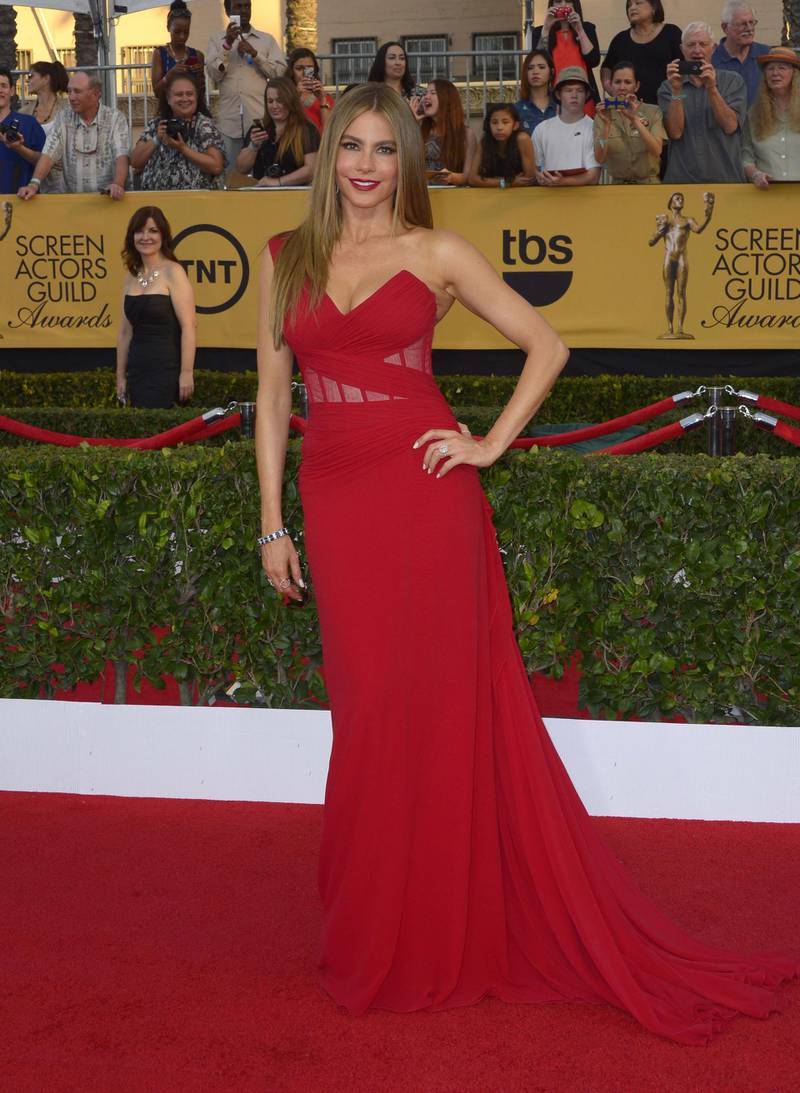 epa04585105 Colombian actress Sofia Vergara arrives at the 21st annual Screen Actors Guild Awards ceremony at the Shrine Auditorium in Los Angeles, California, USA, 25 January 2015.  EPA/PAUL BUCK