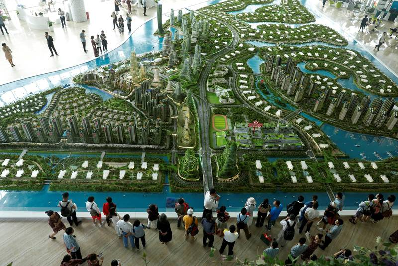 FILE PHOTO: Prospective buyers look at a model of the development at the Country Gardens' Forest City showroom in Johor Bahru, Malaysia February 21, 2017.   REUTERS/Edgar Su/File Photo
