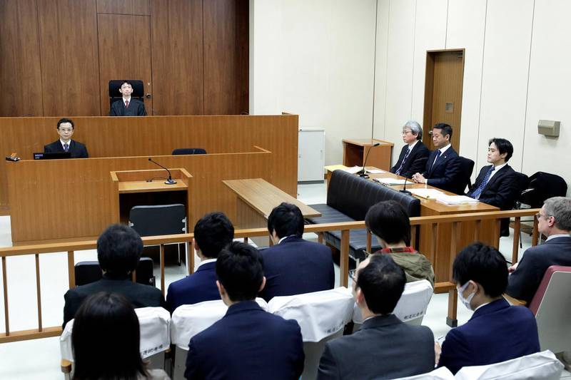Judge Yuichi Tada (back 2nd L) sits while members of former Nissan chairman Carlos Ghosn's legal team, including chief lawyer Motonari Otsuru (3rd R), Go Kondo (2nd R) and Masato Oshikubo (R), look on in a courtroom ahead of a court hearing on Ghosn's case of Ghosn at the Tokyo District Court in Tokyo on January 8, 2019. - Former Nissan boss Carlos Ghosn appeared in public on January 8 for the first time since his arrest in November rocked the business world, as he offers his side of the story in a high-profile court hearing. (Photo by Kiyoshi Ota / POOL / AFP)