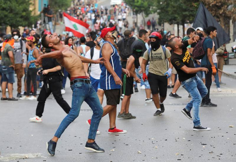 Demonstrators throw stones during anti-government protests in Beirut, Lebanon September 1, 2020. REUTERS/Mohamed Azakir     TPX IMAGES OF THE DAY