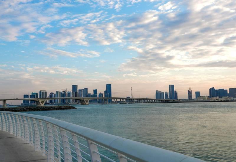 Abu Dhabi, United Arab Emirates, November 25, 2019.    Abu Dhabi, United Arab Emirates, November 25, 2019.    FOR :  standalone  --  Beautiful Al Reem Island during sunset.Victor Besa / The NationalSection:  NAReporter:  Alexandra Chaves
