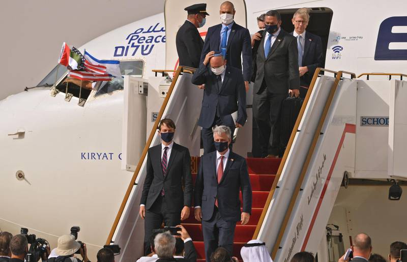TOPSHOT - US Presidential Adviser Jared Kushner (C-L) and US National Security Adviser Robert O'Brien (C-R) disembark from the the El Al's airliner, which is carrying a US-Israeli delegation to the UAE following a normalisation accord, upon landing on the tarmac on August 31, 2020, in the first-ever commercial flight from Israel to the UAE at the Abu Dhabi airport. A US-Israeli delegation including White House advisor Jared Kushner took off on a historic first direct commercial flight from Tel Aviv to Abu Dhabi to mark the normalisation of ties between the Jewish state and the UAE. / AFP / Karim SAHIB