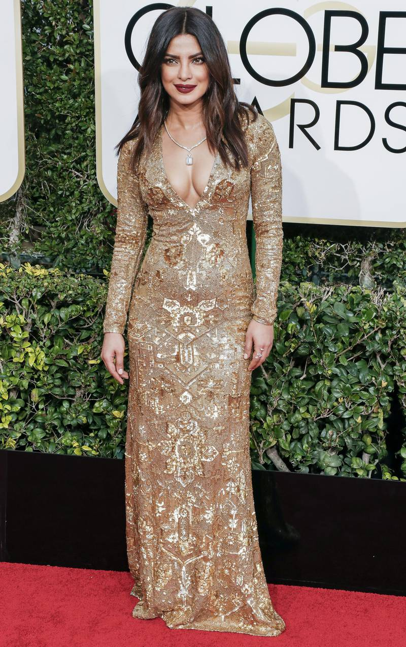 epa05706231 Priyanka Chopra arrives for the 74th annual Golden Globe Awards ceremony at the Beverly Hilton Hotel in Beverly Hills, California, USA, 08 January 2017.  EPA/PAUL BUCK