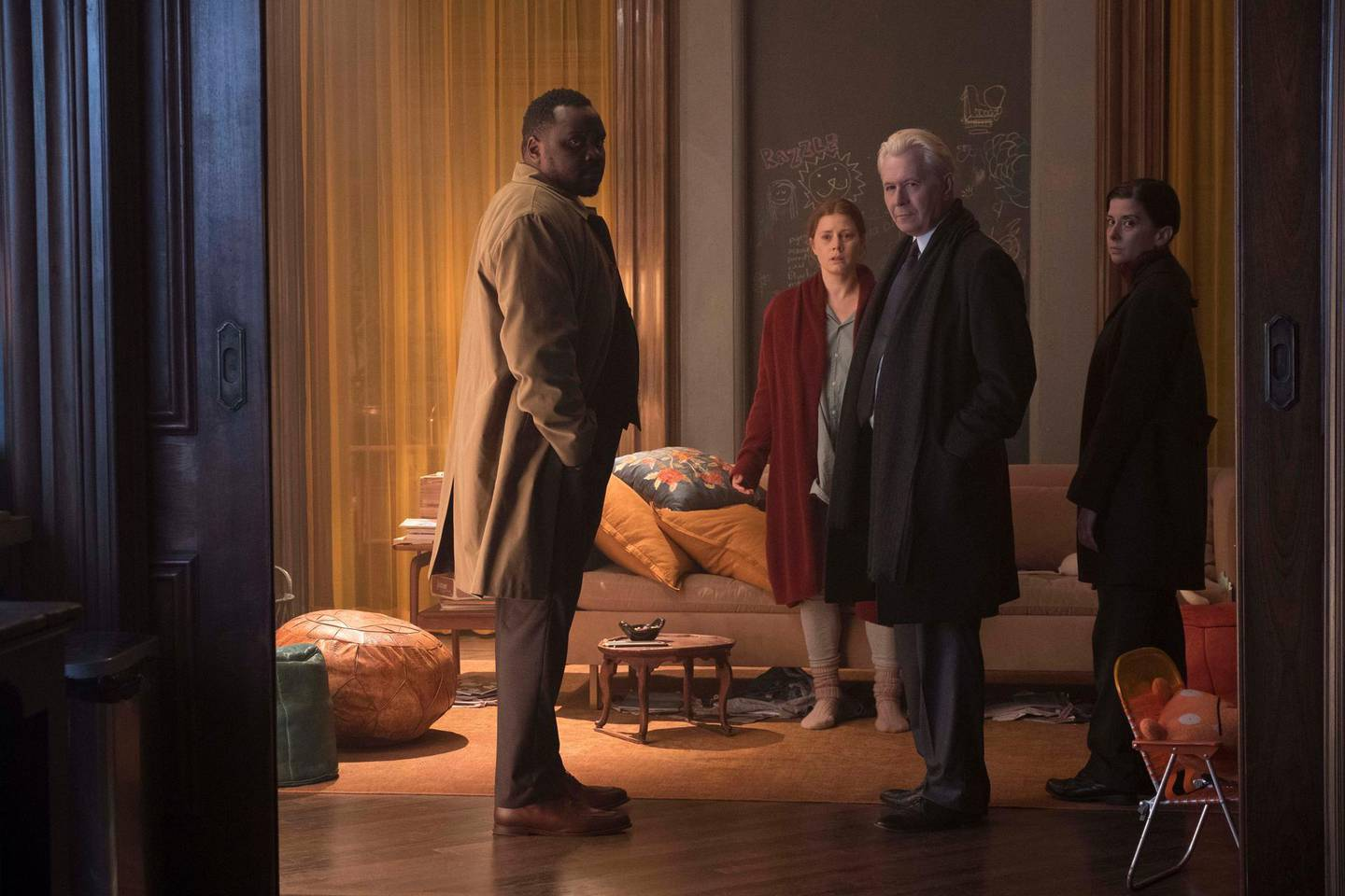 Woman in the Window (2021), L to R: Brian Tyree Henry as Detective Little, Amy Adams as Anna Fox, Gary Oldman as Alistair Russell, and Jeanine Serralles as Detective Norelli. Melinda Sue Gordon / Netflix