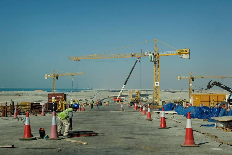 25/04/09 - Abu Dhabi, UAE -   Construction workers recently finished one lane of Saadiyat Bridge connecting Abu Dhabi to Saadiyat Island.  (Andrew Henderson/The National) *** Local Caption ***  ah_090424_Saadiyat_Bridge_0064.jpg