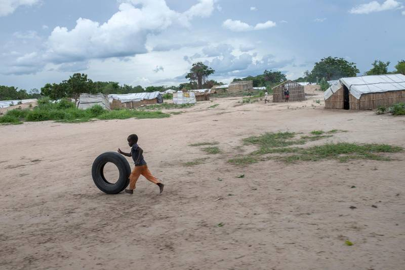A child plays with a car tire in the Tara Tara district of Matuge, northern Mozambique, February 24, 2021. - The place functions as a center for internally displaced persons (IDPs) who fled their communities due to attacks by armed insurgents in the northern part of the Cabo Delgado province. Currently, there are 500 families, according to government figures. (Photo by Alfredo Zuniga / AFP)