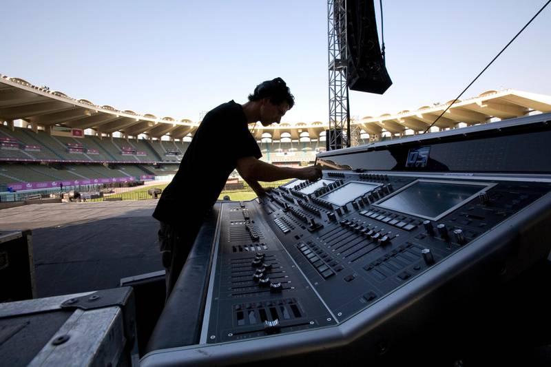 United Arab Emmirates - Abu Dhabi - Nov. 30 - 2008 : Liam McGrath works during the preparatives for the concert of George Michael in Abu Dhabi. ( Jaime Puebla / The National ) *** Local Caption ***  JP01 GEORGE MICHAEL.jpgna01 de george michael.jpg