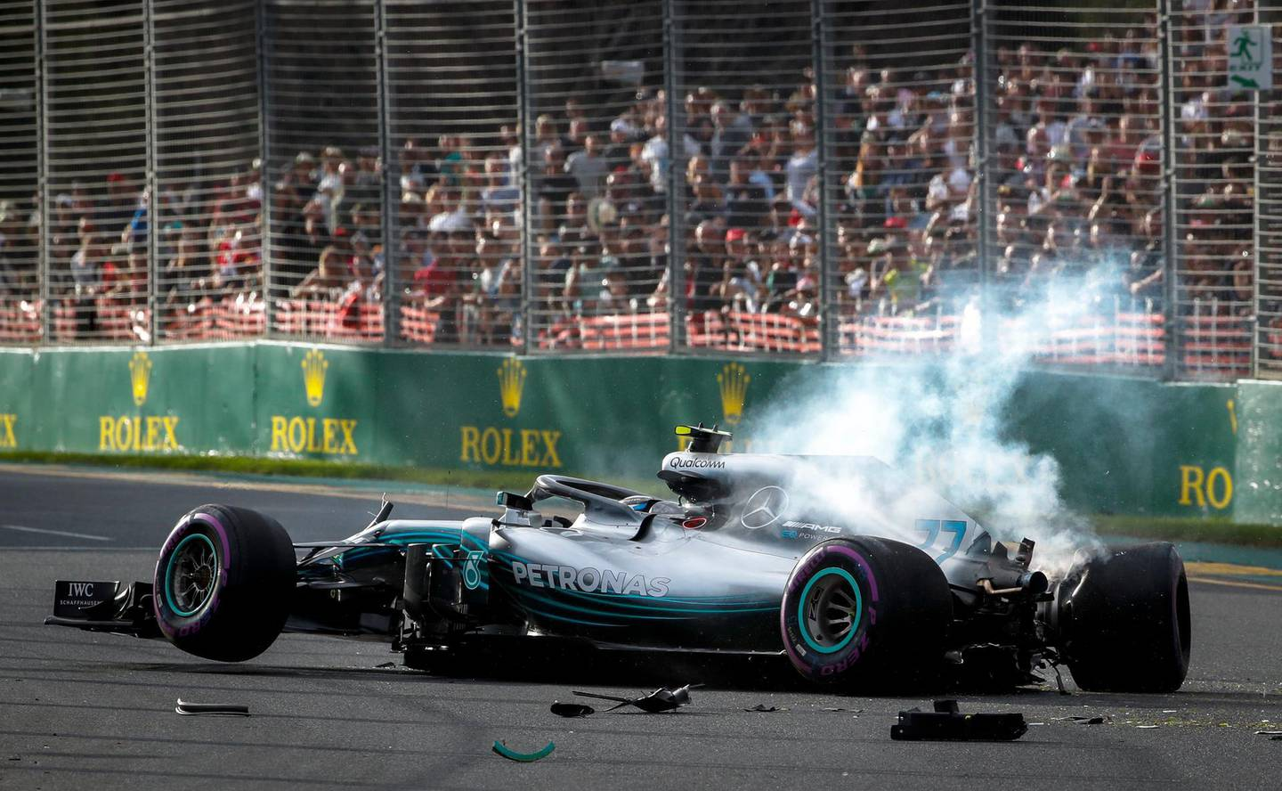 epaselect epa06625872 Finish Formula One driver Valtteri Bottas of Mercedes AMG GP crashes during the qualifying session for the 2018 Formula One Grand Prix of Australia at Albert Park circuit in Melbourne, Australia, 24 March 2018.  EPA/DIEGO AZUBEL
