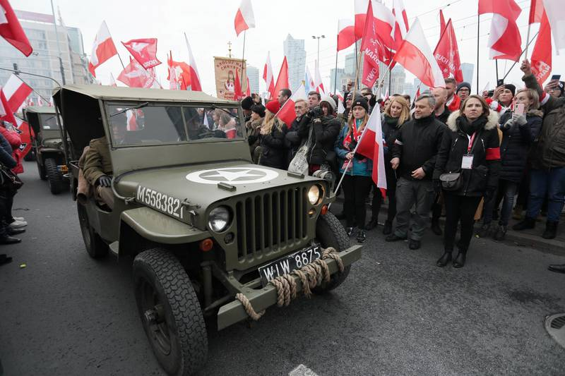 People watch veterans driving past during celebrations on the National Independence Day in Warsaw, Poland November 11, 2019. Slawomir Kaminski/Agencja Gazeta via REUTERS  ATTENTION EDITORS - THIS IMAGE WAS PROVIDED BY A THIRD PARTY. POLAND OUT. NO COMMERCIAL OR EDITORIAL SALES IN POLAND.