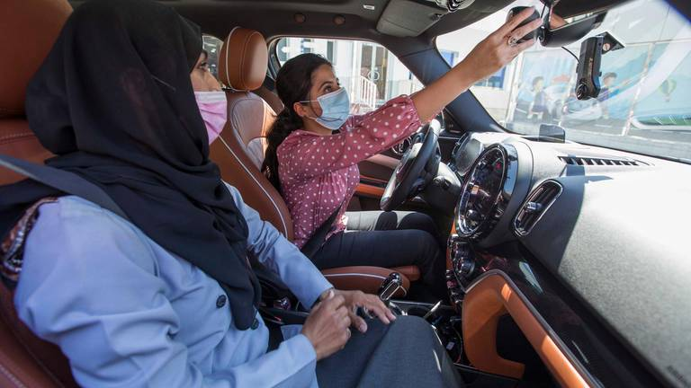 An image that illustrates this article A guide to getting your UAE driving licence