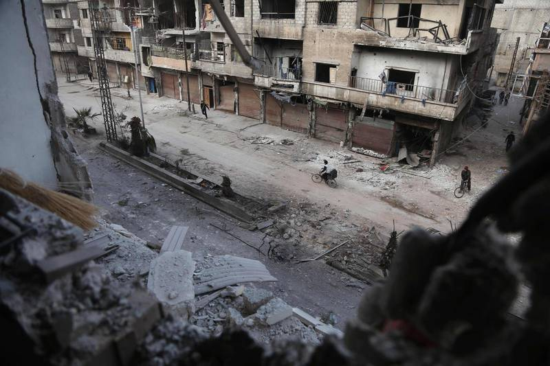 A picture shows the scene following a reported regime air strike in the rebel-held town of Hamouria, in the besieged Eastern Ghouta region on the outskirts of the capital Damascus on February 21, 2018.  Ten civilians were killed in fresh air strikes by the Syrian regime on rebel-held Eastern Ghouta, where 270 people have died in three days of bombardment, a monitor said. / AFP PHOTO / ABDULMONAM EASSA