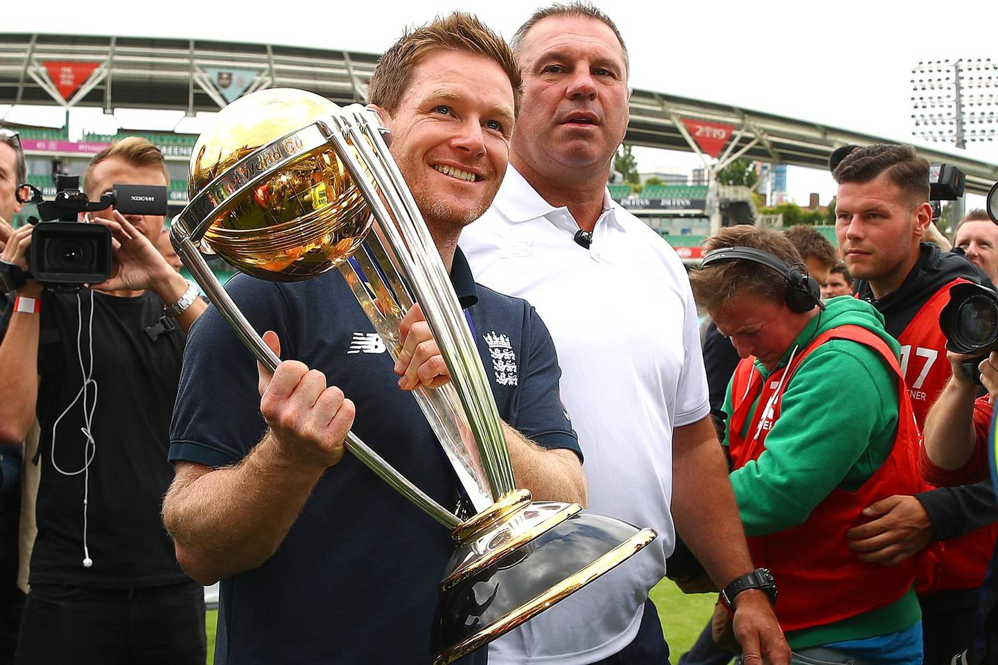 LONDON, ENGLAND - JULY 15: Eoin Morgan of England shows the ICC Cricket World Cup Trophy to the fans during the England ICC World Cup Victory Celebration at The Kia Oval on July 15, 2019 in London, England. (Photo by James Chance/Getty Images)