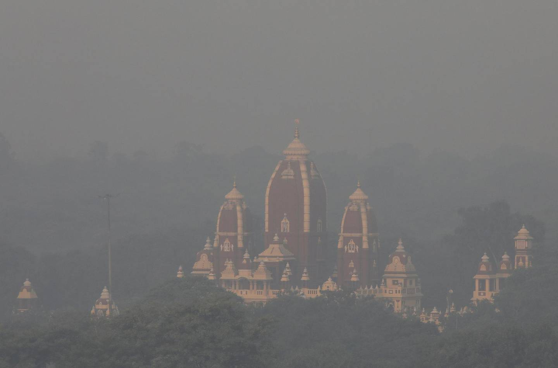 A temple is shrouded in smog in New Delhi, India, November 1, 2018. REUTERS/Anushree Fadnavis