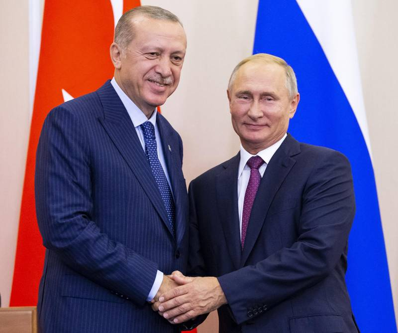 FILE PHOTO: Russian President Vladimir Putin (R) and his Turkish counterpart Tayyip Erdogan shake hands during a news conference following their talks in Sochi, Russia September 17, 2018. Alexander Zemlianichenko/Pool via REUTERS/File Photo