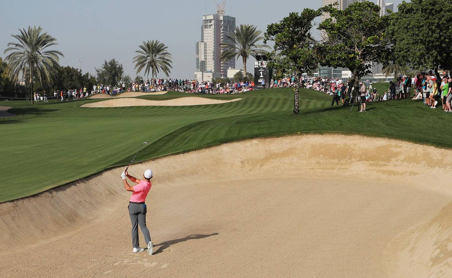 Rory McIlroy of Northern Ireland plays a shot during the round two of the Dubai Desert Classic at Emirates Golf Club on January 26, 2018, in Dubai. / AFP PHOTO / KARIM SAHIB
