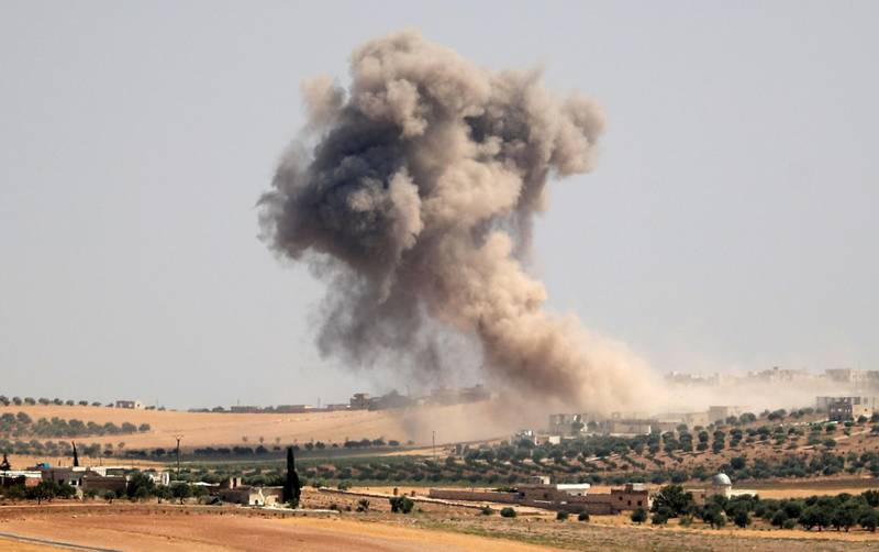 """Smoke billows during pro-regime bombardments in the area of Maar Hitat in Syria's northern Idlib province on August 20, 2019. Jihadists and allied rebels withdrew from a key area of northwestern Syria today, a monitor said, as President Bashar al-Assad's forces pressed an offensive against the jihadist-run Idlib region. Turkey warned Damascus """"not to play with fire"""" a day after a Syrian regime air strike sought to deter a new Turkish military convoy from entering the area.  / AFP / Omar HAJ KADOUR"""