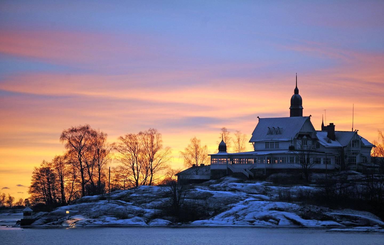 The sun sets over an island in the Helsinki archipelago on January 5, 2009. AFP PHOTO / OLIVIER MORIN / AFP PHOTO / OLIVIER MORIN