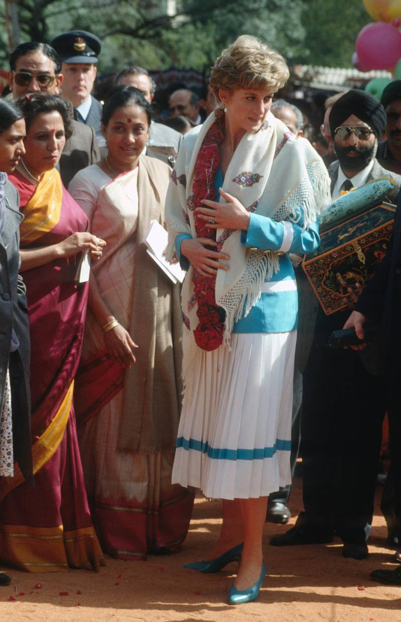 NEW DELHI, INDIA - FEBRUARY 12:  Diana, Princess of Wales wears a garland and a shawl during a visit to the Tamana Special Needs Nursery School on February 12, 1992 in New Delhi, India. (Photo by Anwar Hussein/Getty Images)