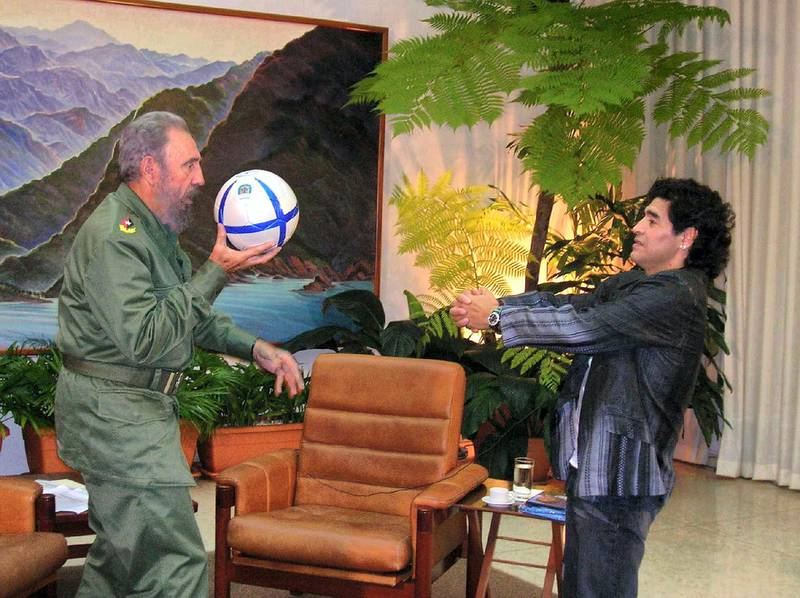 """Photograph handed out by Argentine Canal 13 of Cuban President Fidel Castro (L) playing with a football with Argentinian ex soccer star Diego Armando Maradona, during the recording of Maradona's TV program """"The 10's Night"""" in Havana, 26 October 2005. Maradona's weekly program will be broadasted 31 October 2005 in Buenos Aires. AFP PHOTO/CANAL 13 (Photo by HO / CANAL 13 / AFP)"""