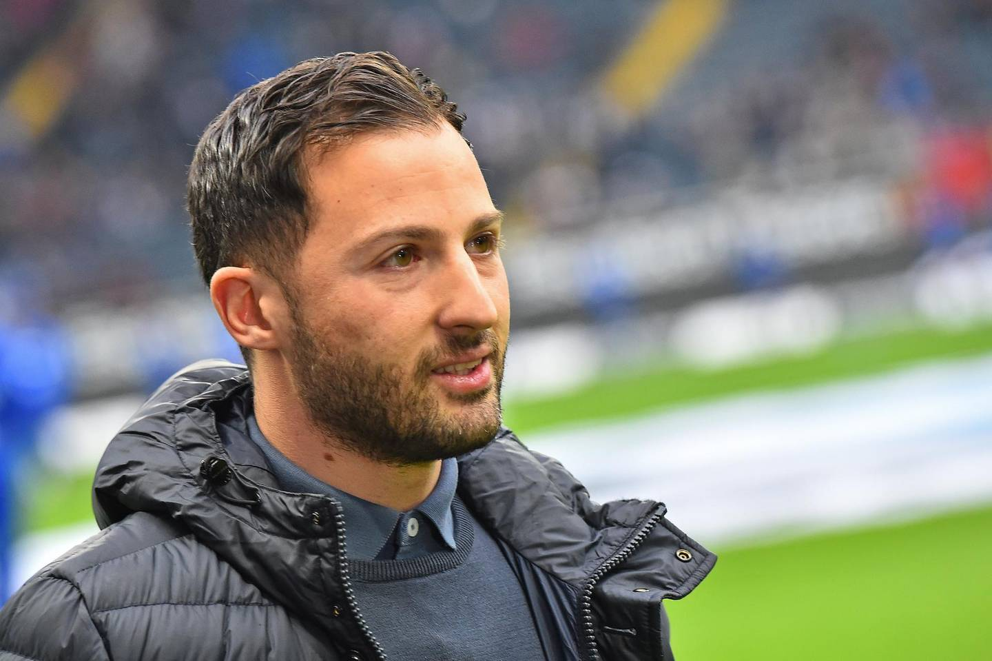 epa06393340 Schalke´s head coach Domenico Tedesco before the German Bundesliga soccer match between Eintracht Frankfurt and FC Schalke 04 in Frankfurt, Germany, 16 December 2017.  EPA/HASAN BRATIC (EMBARGO CONDITIONS - ATTENTION: Due to the accreditation guidelines, the DFL only permits the publication and utilisation of up to 15 pictures per match on the internet and in online media during the match.)