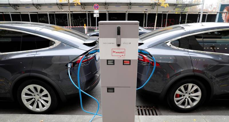 FILE PHOTO: FILE PHOTO: Tesla Model X electric cars recharge their batteries in Berlin, Germany, November 13, 2019.    REUTERS/Fabrizio Bensch/File Photo