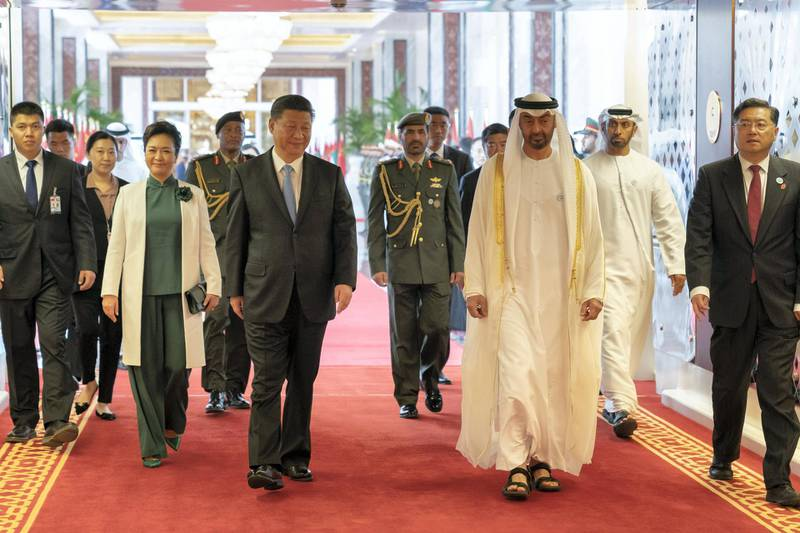 ABU DHABI, UNITED ARAB EMIRATES - July 21, 2018: HH Sheikh Mohamed bin Zayed Al Nahyan, Crown Prince of Abu Dhabi and Deputy Supreme Commander of the UAE Armed Forces (center R) bids farewell to HE Xi Jinping, President of China (center L), at the Presidential Airport. Seen with Peng Liyuan, First Lady of China (2nd L).  ( Mohamed Al Hammadi / Crown Prince Court - Abu Dhabi ) ---