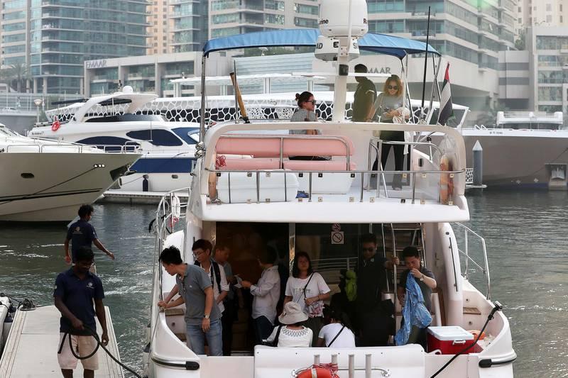 DUBAI , UNITED ARAB EMIRATES , JUNE 03 – 2018 :- Tourists after taking the yacht ride at Dubai Marina in Dubai.  ( Pawan Singh / The National )  For News.