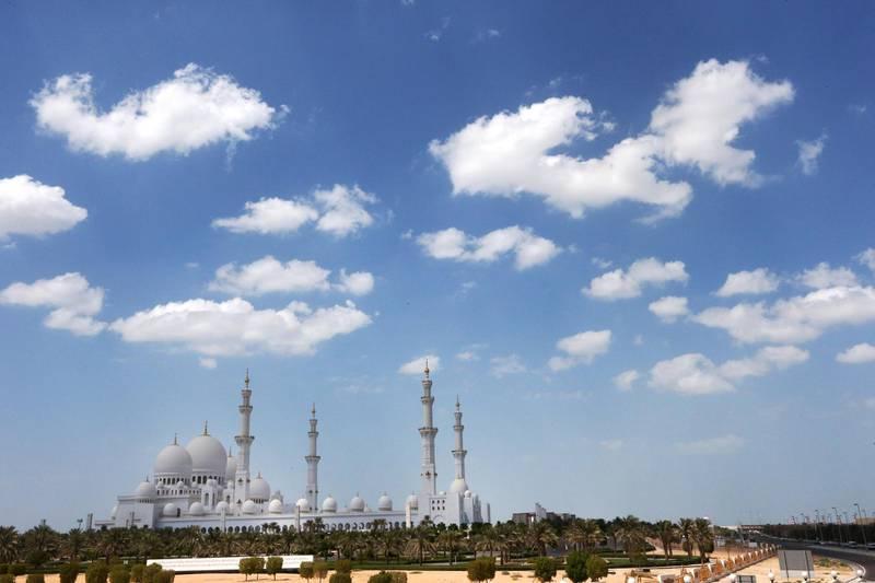24 - September - 2013, Grand Zayed Mosque, Abu Dhabi  Weather in Abu Dhabi Today. Fatima Al Marzooqi/The National  *** Local Caption ***  FM_AbuDhabiSep2013_005.JPG