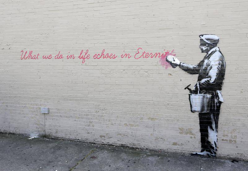 epa03909900 A mural created by British street artist Banksy is seen on a side of a building in Queens, New York, USA, 14 October 2013. Banksy is a pseudonym for the England-based graffiti artist, political activist, film director and painter who tries to keep his identity a secret.  EPA/JASON SZENES