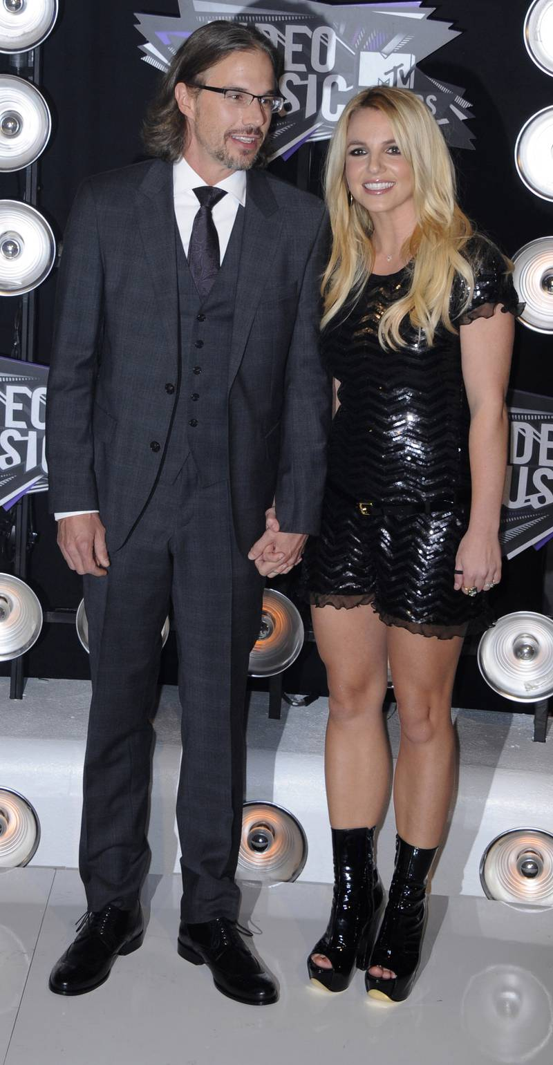 epa02886404 US singer Britney Spears (R) arrives with boyfriend Jason Trawick (L) for the MTV Video Music Awards 2011 at the Nokia Theatre in Los Angeles, California, USA, 28 August 2011.  EPA/PAUL BUCK