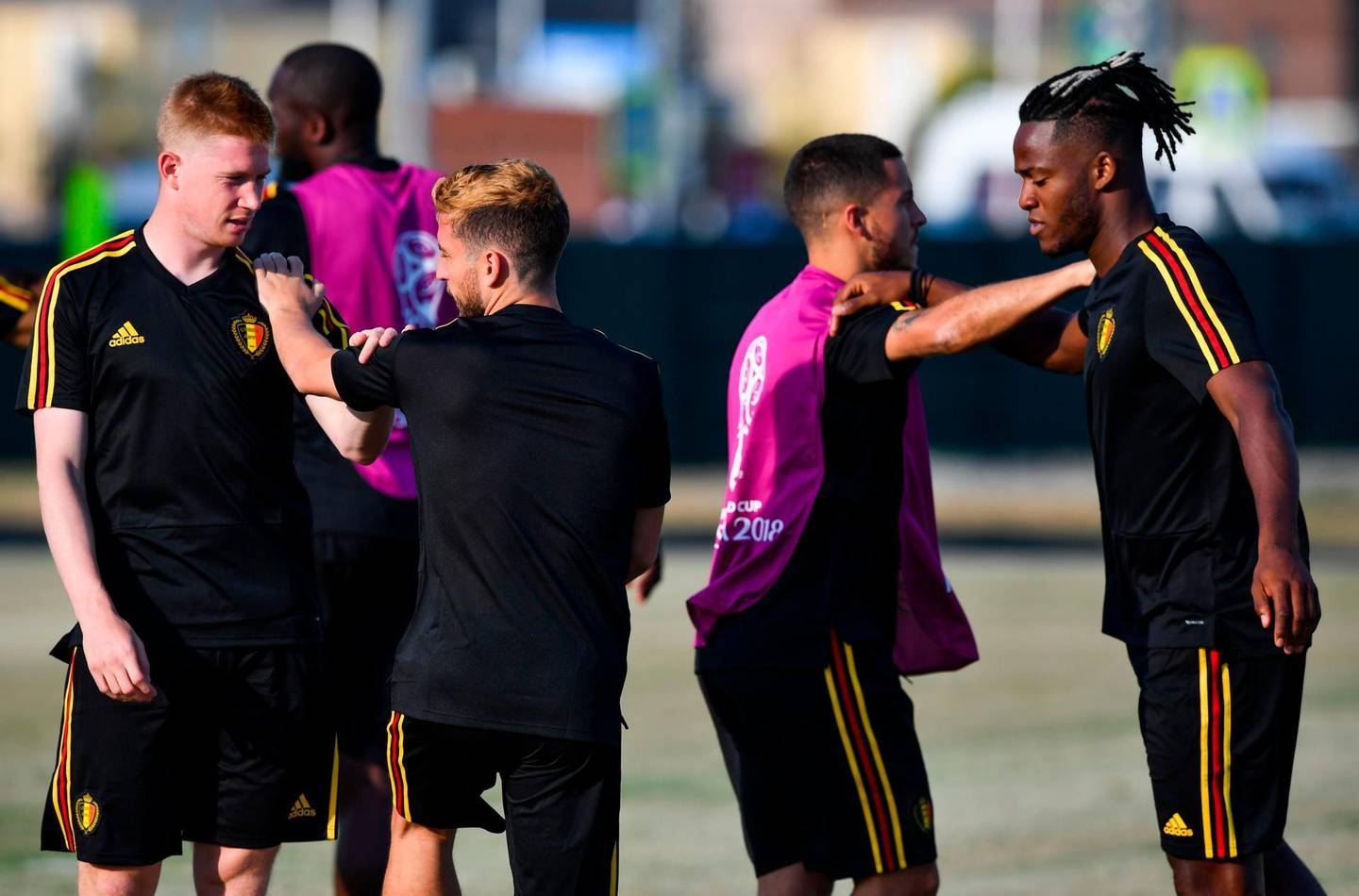 CORRECTION / L to R, Belgium's midfielder Kevin De Bruyne, Belgium's defender Thomas Meunier, Belgium's forward Eden Hazard and Belgium's forward Michy Batshuayi stretch during a training session at the Olympic Park Arena in Sochi on June 17, 2018, on the eve of the Russia 2018 World Cup Group G football match between Belgium and Panama. / AFP / Nelson Almeida