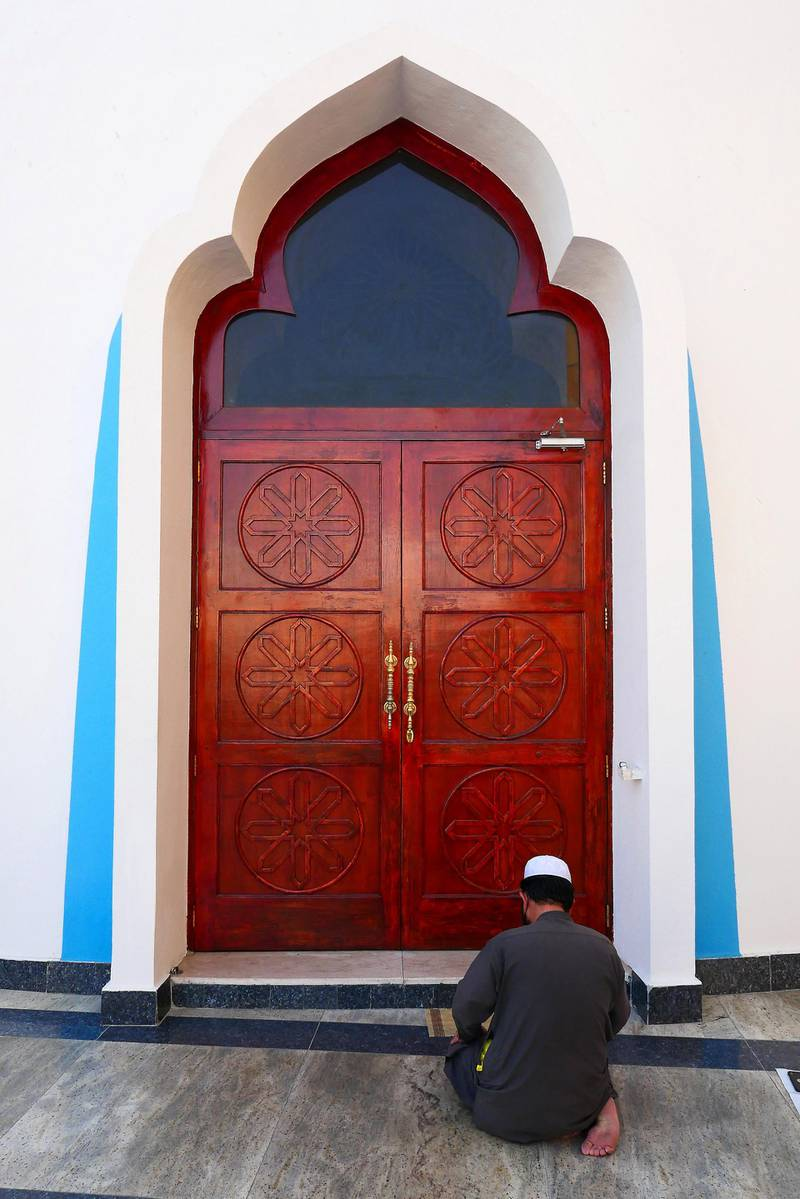 DUBAI , UNITED ARAB EMIRATES , April 13  – 2021 :- Outside view of the Omar Ali Bin Haider Mosque in Deira Dubai. ( Pawan Singh / The National ) For News/Online/Instagram. Story by Sarwat