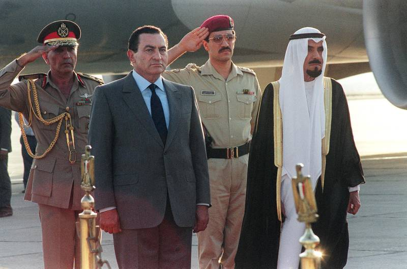 The Emir of Kuwait Jaber Al Sabah (R) walks with Egyptian President Hosni Mubarak 9 August 1990 upon his arrival for the emergency Arab Summit to discuss Iraq's invasion of Kuwait and the worsening situation. (Photo by MONA SHARAF / ARCHIVES / AFP)