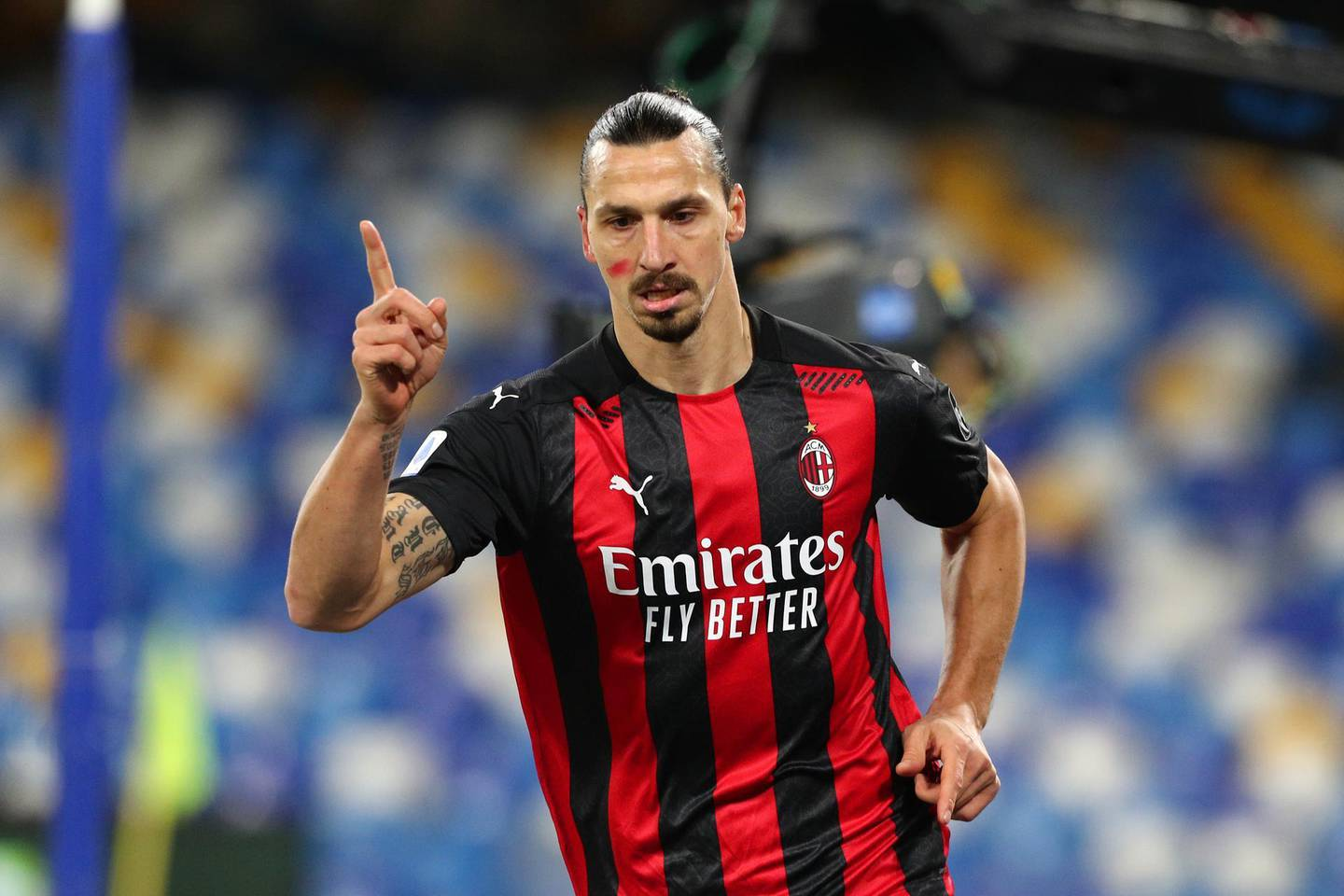 NAPLES, ITALY - NOVEMBER 22: Zlatan Ibrahimovic of A.C. Milan celebrates after scoring their team's second goal during the Serie A match between SSC Napoli and AC Milan at Stadio San Paolo on November 22, 2020 in Naples, Italy. Sporting stadiums around Italy remain under strict restrictions due to the Coronavirus Pandemic as Government social distancing laws prohibit fans inside venues resulting in games being played behind closed doors. (Photo by Francesco Pecoraro/Getty Images)