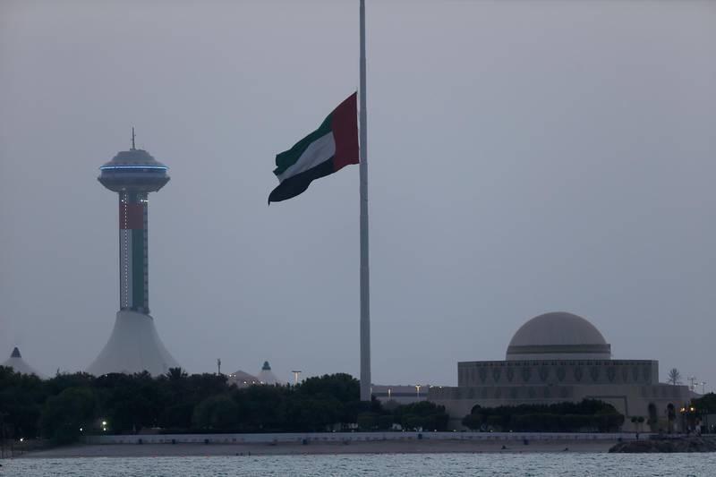 ABU DHABI - UNITED ARAB EMIRATES - 05SEPT2015 - Big flag flown half-mast on Corniche in Abu Dhabi, as UAE declares three day mourning in the wake of the death of 45 Emirati soldiers who lost their life in Yemen. Ravindranath K / The National *** Local Caption ***  RK0509-HalfMastflag12.jpg