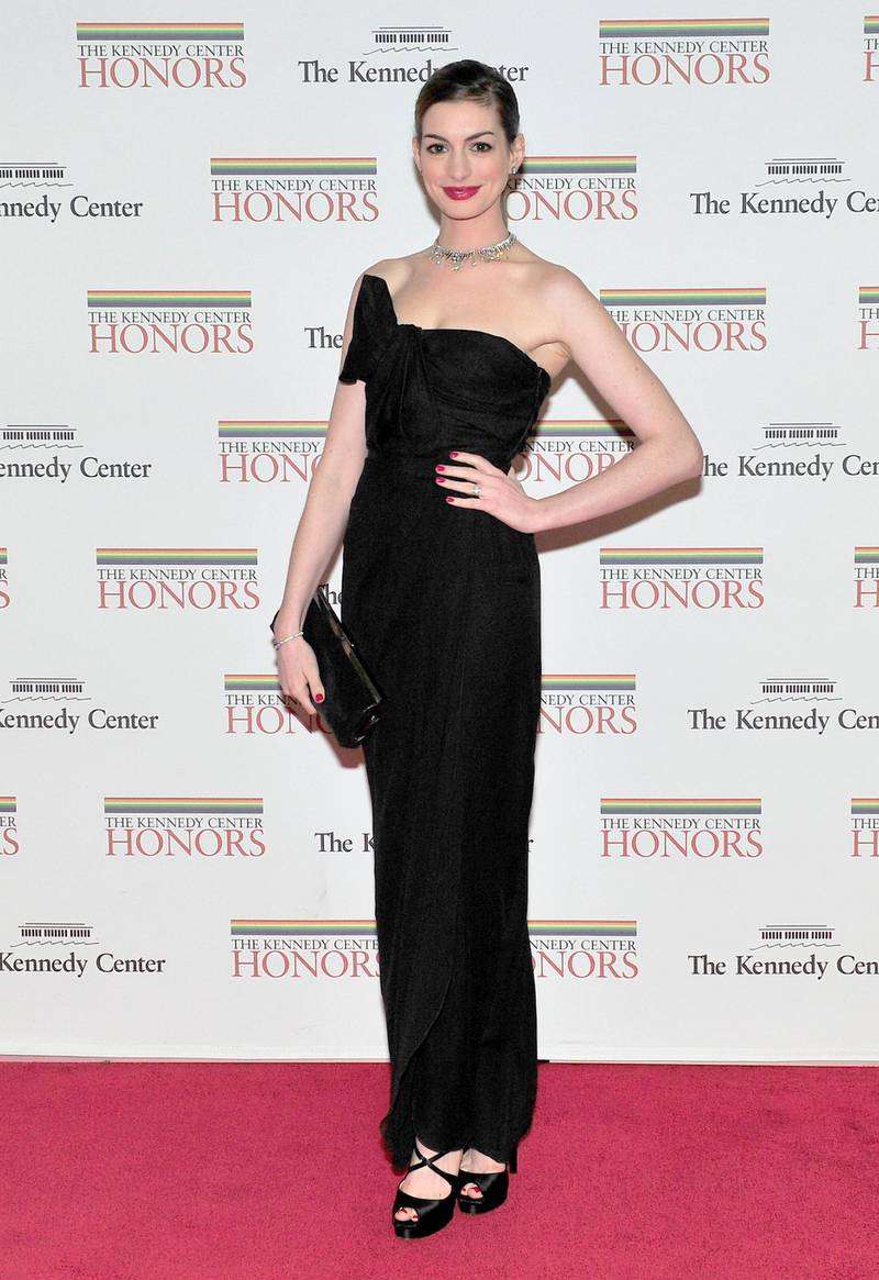 epa03023721 US actress Anne Hathaway arrives for the formal Artist's Dinner honoring the recipients of the 2011 Kennedy Center Honors hosted by United States Secretary of State Hillary Rodham Clinton at the U.S. Department of State in Washington, D.C. USA, 03 December 2011. The 2011 honorees are US actress Meryl Streep, US singer Neil Diamond, US actress Barbara Cook, musician Yo-Yo Ma, and US musician Sonny Rollins.  EPA/RON SACHS / CONSOLIDATED NEWS PHOTOS / POOL