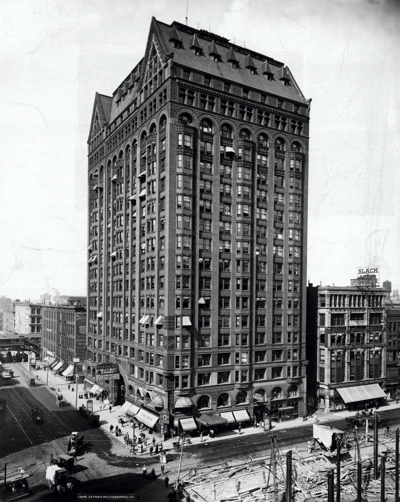(Original Caption) Exterior view of the Masonic Temple/Capitol Building, at State and Randolph Streets in Chicago, Illinois. Built 1891-92 by Burnham and Root, Architects. Undated photograph.