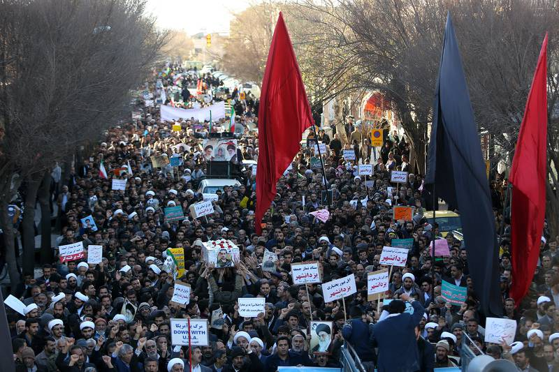 Iranian pro-government supporters march during the funeral of a young member of the Revolutionary Guards, Sajjad Shahsanai, in the city of Najafabad, west of Isfahan, on January 3, 2018. A fifth night of unrest Monday to Tuesday saw six protesters killed during an attack on a police station in Qahderijan in the central province of Isfahan, state TV said. At least three other towns near the cultural hub of Isfahan also saw violence overnight, causing the deaths of a young member of the Revolutionary Guards, a policeman and a bystander. / AFP PHOTO / TASNIM NEWS / Morteza SALEHI
