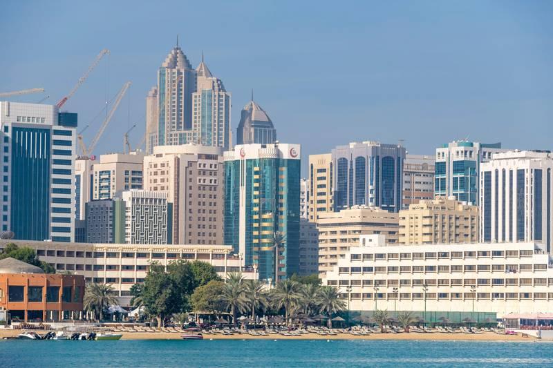 R7P182 United Arab Emirates, Abu Dhabi, Al Zahiyah district seen from Al Maryah Island promenade, beach of Meridien Abu Dhabi hotel. Alamy