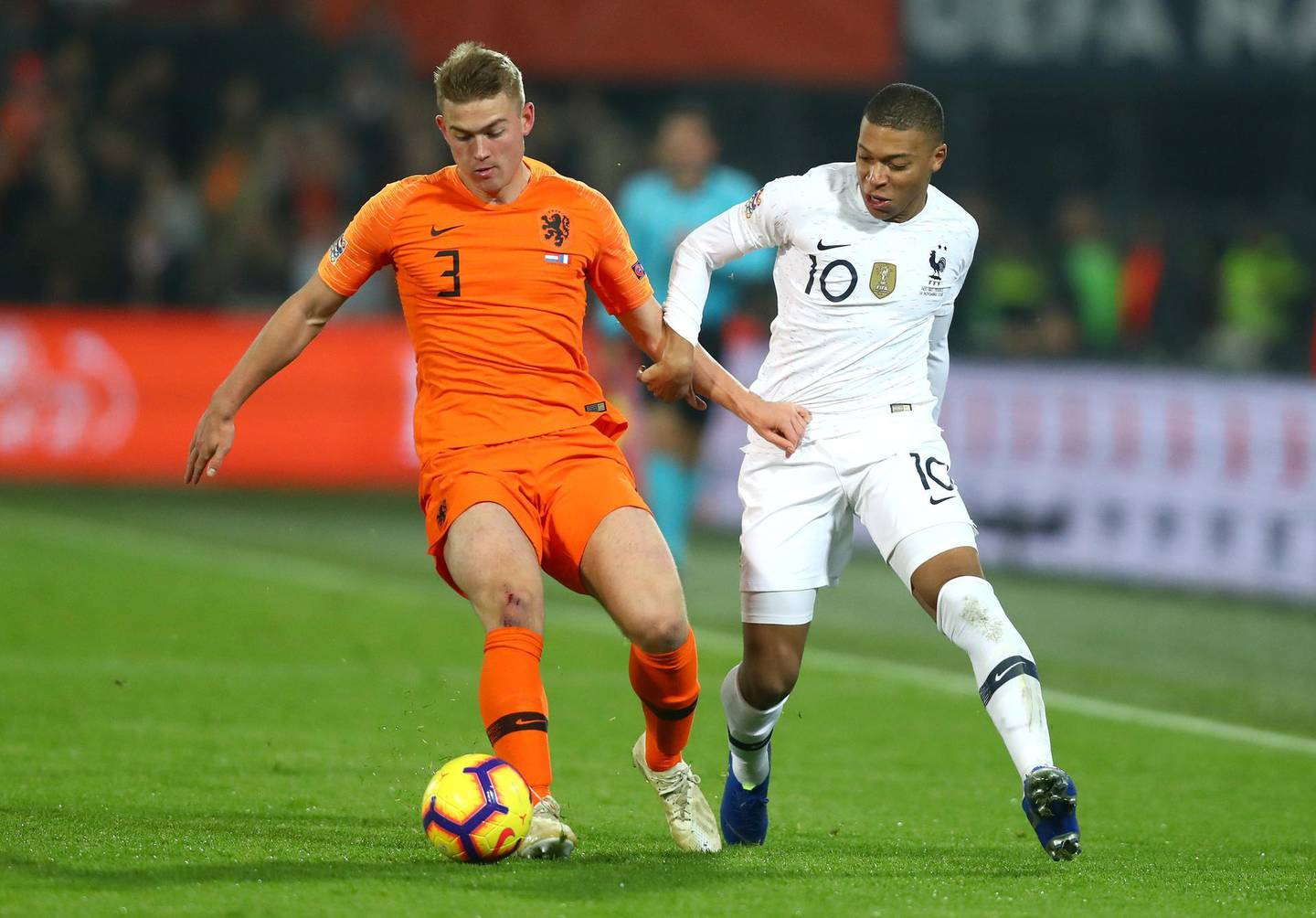 AMSTERDAM, NETHERLANDS - NOVEMBER 16: Matthijs de Ligt of the Netherlands is challenged by Kylian Mbappe-Lottin of France during the UEFA Nations League Group A match between Netherlands and France at the Stadion Feijenoord on November 16, 2018 in Amsterdam, Netherlands.  (Photo by Dean Mouhtaropoulos/Getty Images)
