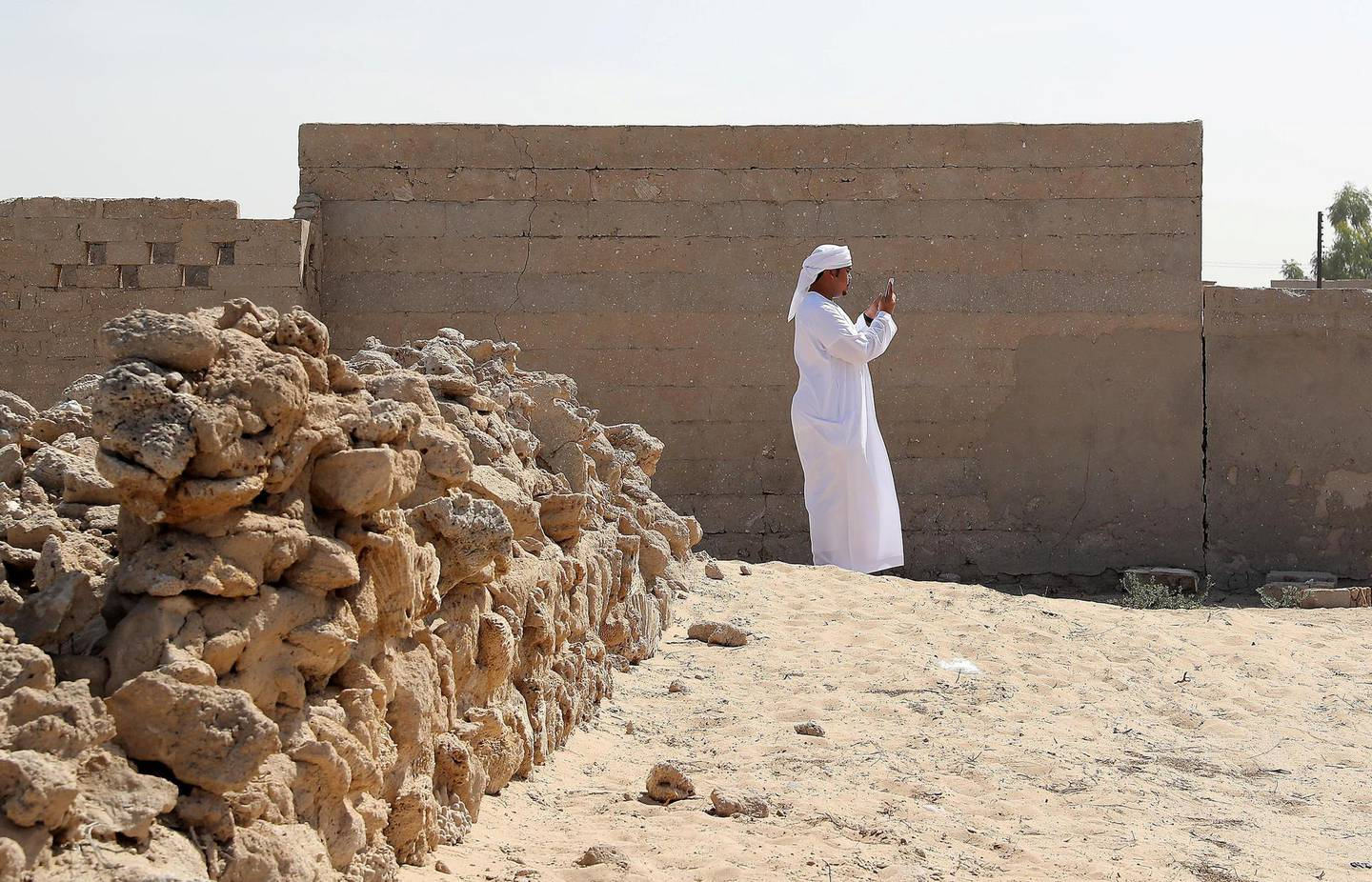 RAS AL KHAIMAH , UNITED ARAB EMIRATES , FEB 21  – 2018 : Student from Saeed Bin Jubair Secondary School taking photographs with his smart phone during the photography workshop at Al Jazirah Alhamra old town in Ras Al Khaimah. ( Pawan Singh / The National ) For News. Story by Ruba Haza