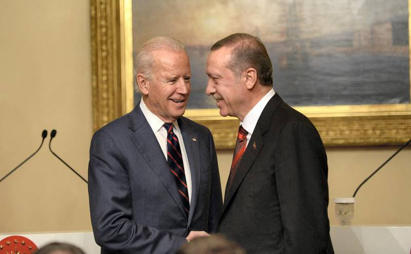 US Vice President Joe Biden (L) pose with Turkish President Rcep Tayyip Erdogan at Beylerbeyi Palace on November 22, 2014 in Istanbul. US Vice President Joe Biden on Saturday meets Turkish President Recep Tayyip Erdogan aiming to ease strains over the crisis in Syria and persuade Turkey to step up its support for the coalition against Islamic State (IS) jihadists. AFP PHOTO/BULENT KILIC (Photo by BULENT KILIC / AFP)