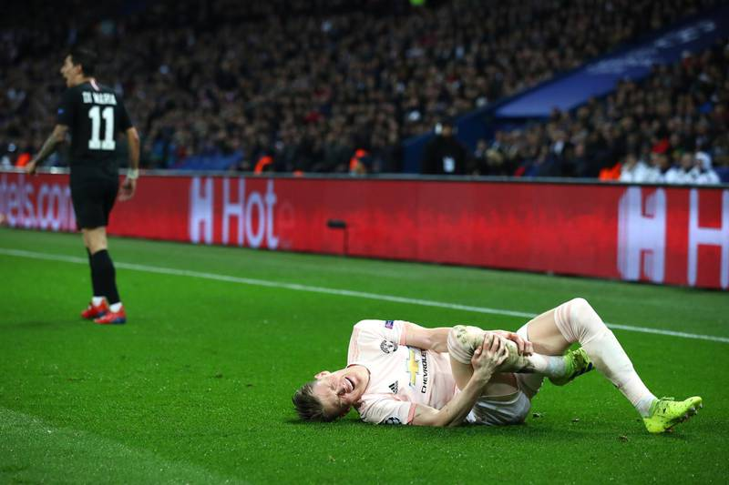 PARIS, FRANCE - MARCH 06:  Scott McTominay of Manchester United reacts to a tackle by Angel Di Maria of PSG warranting him a yellow card during the UEFA Champions League Round of 16 Second Leg match between Paris Saint-Germain and Manchester United at Parc des Princes on March 06, 2019 in Paris, . (Photo by Julian Finney/Getty Images)
