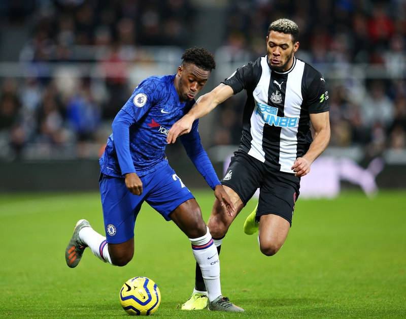 NEWCASTLE UPON TYNE, ENGLAND - JANUARY 18: Callum Hudson-Odoi of Chelsea and Joelinton of Newcastle United battle for the ball during the Premier League match between Newcastle United and Chelsea FC at St. James Park on January 18, 2020 in Newcastle upon Tyne, United Kingdom. (Photo by Alex Livesey/Getty Images)
