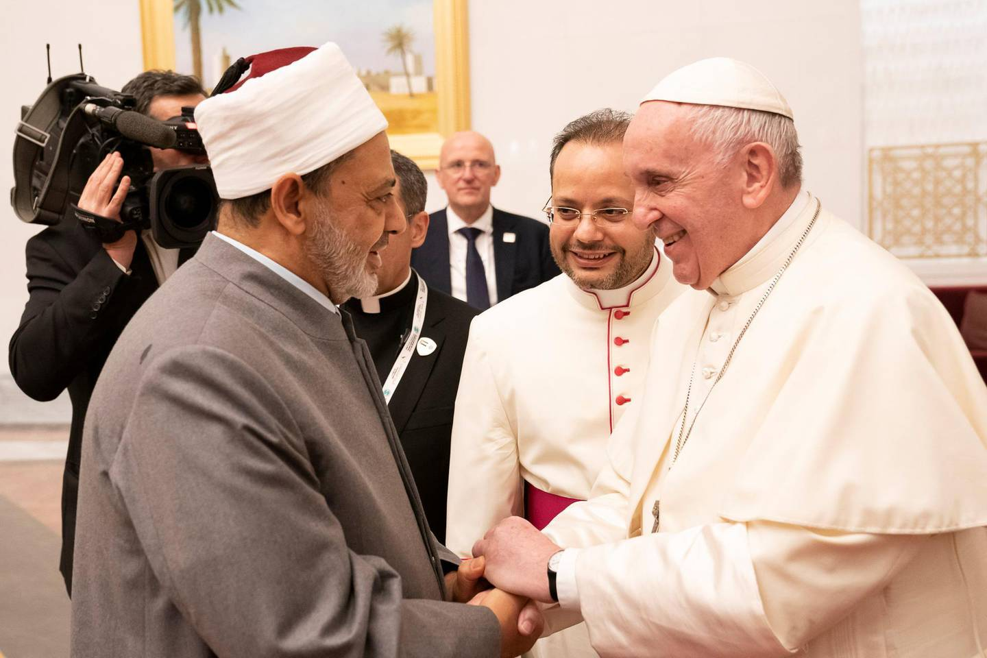 Pope Francis, Head of the Catholic Church shakes hands with Sheikh Ahmed Mohamed el-Tayeb, Egyptian Imam of al-Azhar Mosque, upon his arrival at Abu Dhabi International airport in Abu Dhabi, United Arab Emirates, February 3, 2019. WAM/Handout via REUTERS ATTENTION EDITORS - THIS PICTURE WAS PROVIDED BY A THIRD PARTY