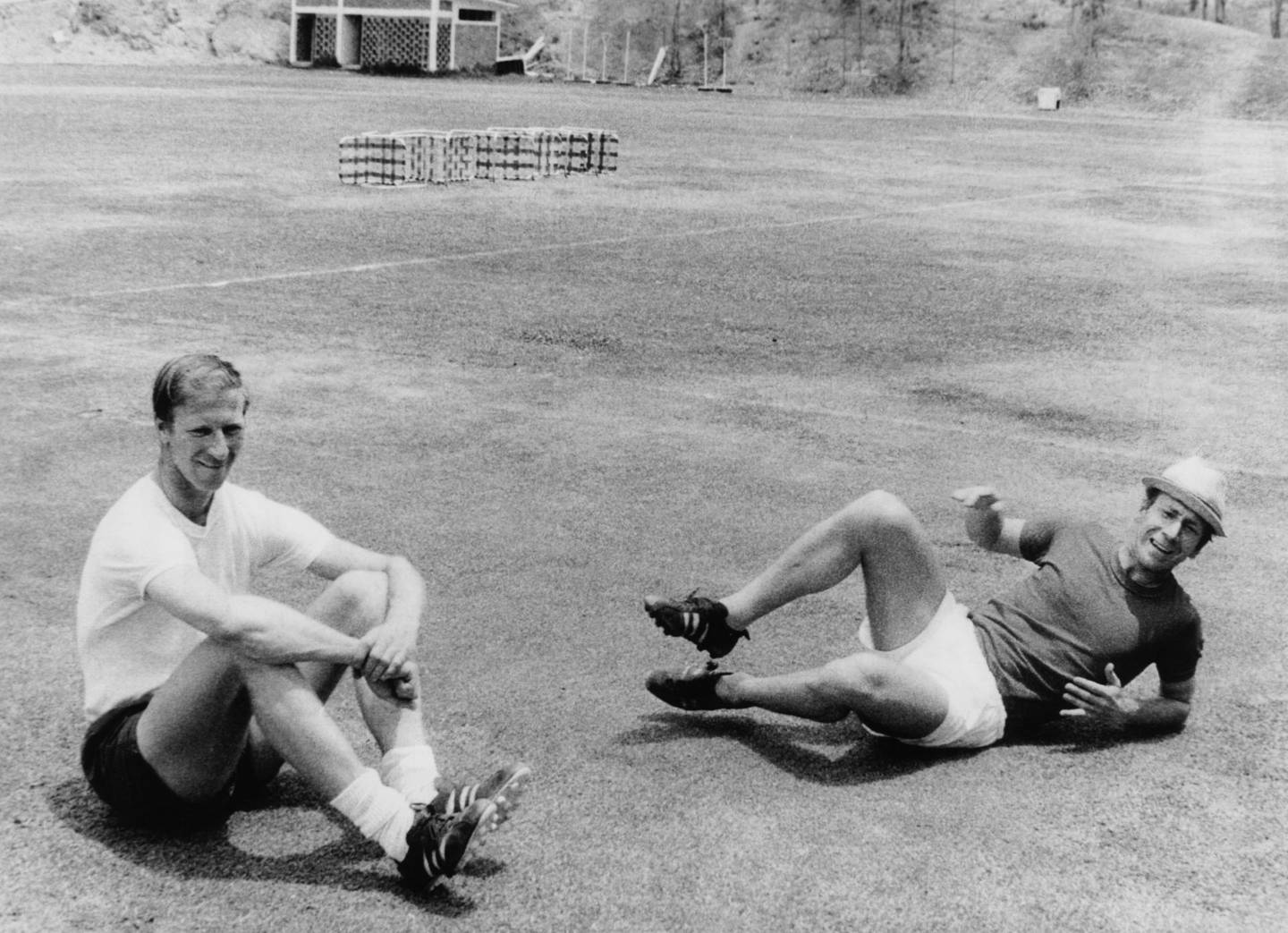 England players Jack (left) and Bobby Charlton relaxing during training at the World Cup, Mexico City, May 1970. (Photo by Keystone/Hulton Archive/Getty Images) FILE PHOTO